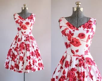 Vintage 1950s Dress / 50s Cotton Dress / Red Rose Print Dress w/ Pleated Skirt S