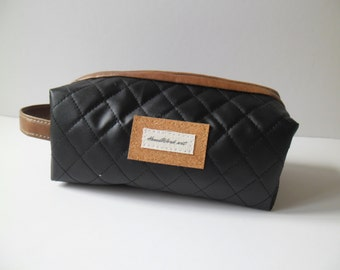 Gift for men-bags-purses-cosmetic-toiletry storage-wedding gift groomsmen groomsman groom-toiletry bag-toiletry case-Dad gifts- Leather