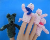 Three Little Pigs Big Bad Wolf FINGER PUPPETS Pencil Toppers Hand Knitted Fairy Story Nursery Character Teacher Novelty Gift