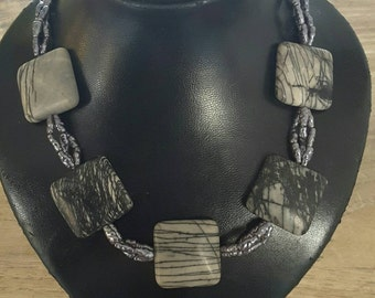 Charming necklace, necklace of beads and genuine stone