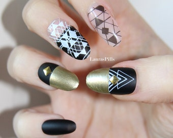 Fake oval gold nail set. False nails, nude nails, matte geometric nails oval nails matte black nails