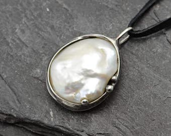 Pearl pendant,Sterling silver chain,White pearl pendant,Silver jewelry,Handmade jewelry, sterling silver , pearl pendant.atelierangelia