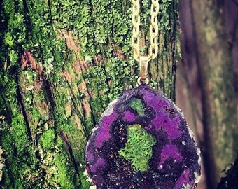 geode agate crystal pendant with preserved moss in resin terrarium necklace, gold, brass, wedding, flowers ,boho, purple