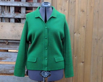 Vintage 1960's Kelly Green 5 Button Tight Weave Wool Acrylic Blend Women's Cardigan / Sweater