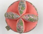Balle de Montessori, balle de prehension montessori, Liberty Japonais et coton bio. Balle de prehension bébé, jouet éducatif pour bebe