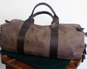 Leather travel bag. Brown bag. Weekend bag. Travel bag