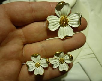 E31 Vintage Trifari Marked White and Gold Toned Apple Blossom Brooch with Matching Clip-on Earrings.