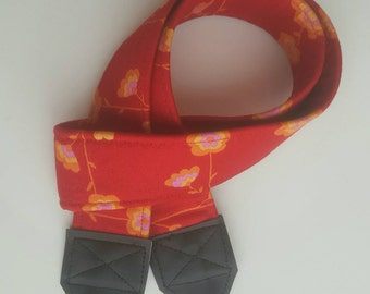 Red Daisy Chain Padded Bold Washable DSLR / SLR Camera Strap