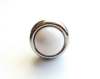 Vintage Domed Mod Ring White Acrylic Cabochon Cab Silver Tone Chunky Bold Silver Tone Metal Size 9 1980s 80s Style Statement