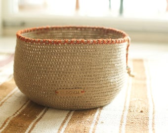 Basket made of hemp, natural