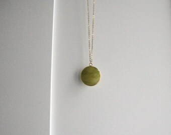 Necklace with round yellow green pendant