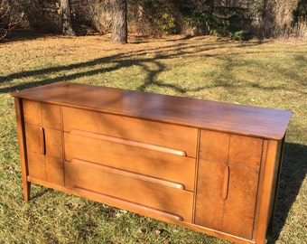 Mid Century Modern Stanley Furniture Buffet, Stanley Credenza, Mid Century Stanley Dining Room Furniture, Dining Buffet, Stanley Server