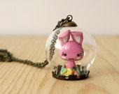 Conejito kawaii rosa - colgante bola cristal y arcilla polimérica – dulce