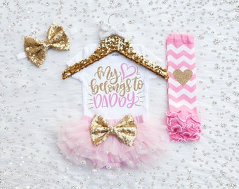 My Heart Belongs to Daddy Baby Girl Outfit. Father's Day Outfit, Baby's First Father's Day, Daddy's Girl, Pink and Gold Glitter. Bloomer