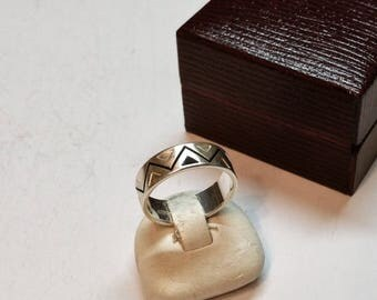 17 mm ring 925 Silver triangle design rar SR384