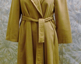 100% Camel Hair Coat with Belt Mid Length Size 12-1970s