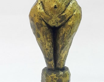 Woman Body Abstract Sculpture wine stopper bottle stopper natural cork 13.5cm bronze Powder gift aged and waxed (no paint)