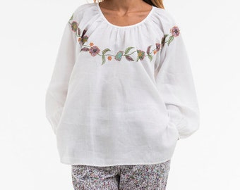 """Blouse """"OPTIONS"""" noble based on a 100% linen, we did run a romantic embroidery"""