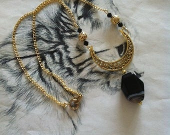 Moon necklace antique gold with beautiful black and white agate
