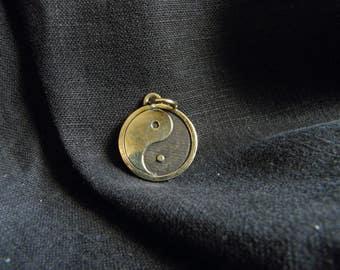 Yin yang pendant, Yin yang jewelry yin yang necklace for man / woman white black