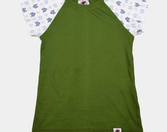 Raglan T-Shirt with animal print sleeves.