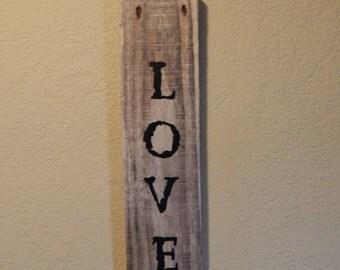 "Rustic Pallet Decor ""love"" sign"