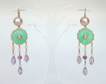 18K Yellow Gold Earrings with Jades and Pearls mounted, and Pendants with ligatures of little Pearls and Amethysts - Lever back closure