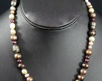 Freshwater Multicolor Pearl Necklace.  Vintage