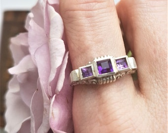 Beautifully structured Art Deco silver ring set with carré cut amethysts.