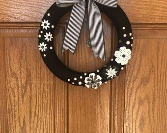 Black Yarn Wreath / Black and White Door Wreath / Black Striped Wreath / Black Flower Wreath / Black White Flower Wreath / Black Summer