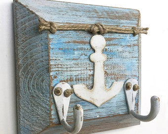Blue and White Wall Key Holder, Rustic Wood key hooks, Beach House Decor, Key Hanger with Anchor, Wood Wall Decor Beach, Key Organizer Wall