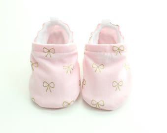 Baby pink gold bow  shoes, baby shoes girl, soft sole, baby booties, toddler shoes, baby girl shoes, light pink and metallic gold baby shoes