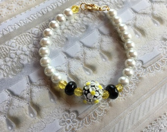 White Daisy Flower/Floral Bracelet, Lampwork Jewelry, Mothers Day, Gift For Her