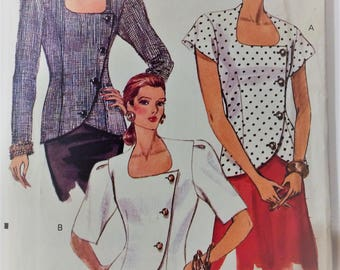 Very Easy Vogue sewing pattern 7784 - Misses' asymmetrical top
