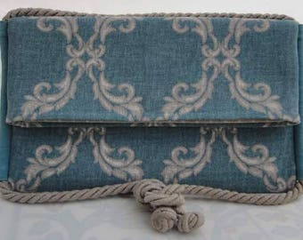 Bag, clutch bag, clutch bags, shoulder, hand, arm in arm. in soft patterned fabric green/turquoise with white and white.