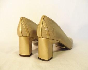 Gold Stuart Weitzman pumps// Square toe chunky block heel 90s vintage designer fabric shoes// Women's size 9 USA