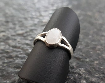 Bella's Moonstone Ring (Twilight)-ring with gemstone