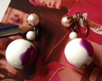 Vintage Lucite and Pearl Clip On Earring Mod Retro Purple Pink