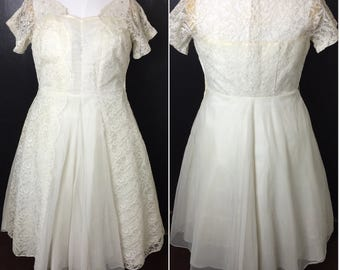 Vintage 1950s Ivory lace dress, Vintage 50s wedding dress, vintage lace dress, XL vintage, 45 bust