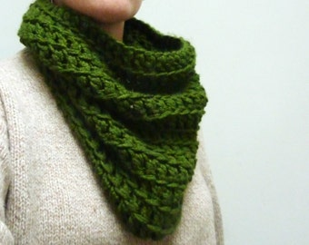 SALE! Chunky Cowl Scarf. Olive Green