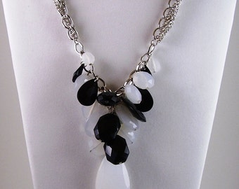 Vintage Black and White Jewelry Necklace-70s Vintage Black and White Lucite Necklace-Black and White Lucite Necklace-Gift Ideas for Women