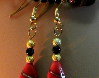 INTeNSE BLaCK and RED Lampworked with Adventurine spirals and Gold STARDUST beads necklace and earring set FDK