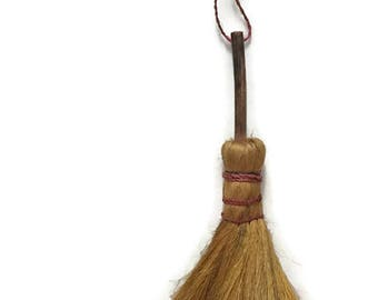 Vintage Whisk Broom - Small Straw Hand Broom - Primitive Rustic Decor