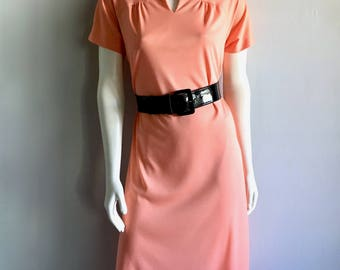 Vintage Women's 70's Peach Dress, Polyester, Short Sleeve, Knee Length by NPC Fashions (M/L)
