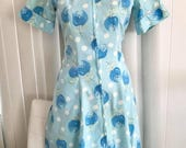 Adorable vintage 1950's Cotton House Dress with Tulip Print -- Zip Front -- Size S-M