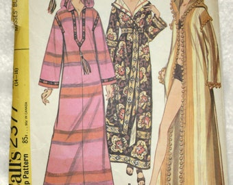 Size Large (14-16)  Bust 36-38  Vintage 70s McCall's  Sewing Pattern 2377 Burnoose or Robe - Make it from a Bedspread or Fabric!