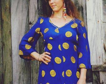 Size Medium... Vintage 1950s Chinese Silk Dress... Royal Blue and Gold... Softest Silk