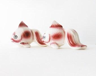 Koi Fish Salt Pepper Shaker Collectibles. Japan 1950s. Retro Kitsch. Rustic Handpainted Ceramic set.