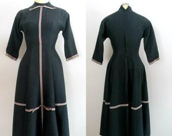 1940s 1950s School Teacher Dress // Schoolmarm Daydress / Charcoal Gray Grosgrain Ribbon Detail Metal Zipper