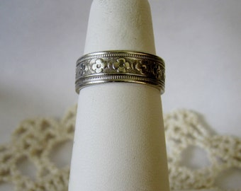 Vintage SW Sterling Silver Ring Band Raised Flower Size 5